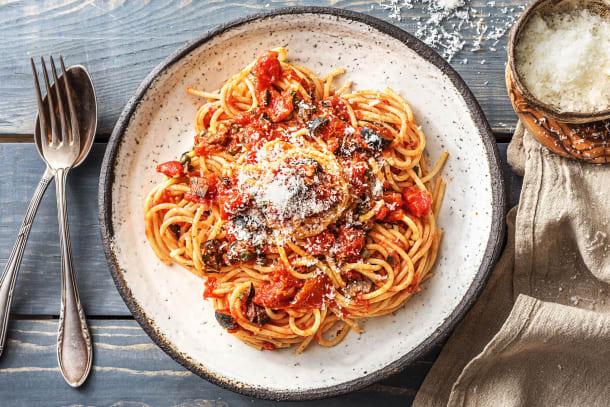 Spaghetti Puttanesca! Pasta mit Kapern
