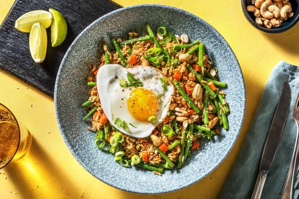 Riz sauté aux légumes et œuf au plat