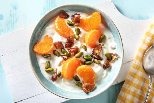 Volle kwark met oranje fruit
