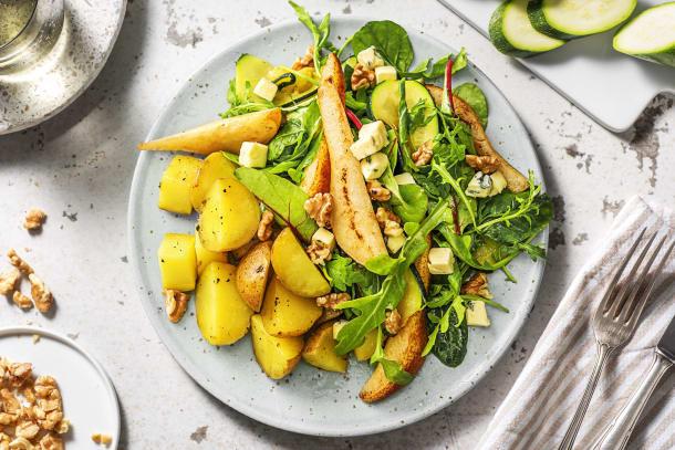 Salade met peer, blauwe kaas en walnoten