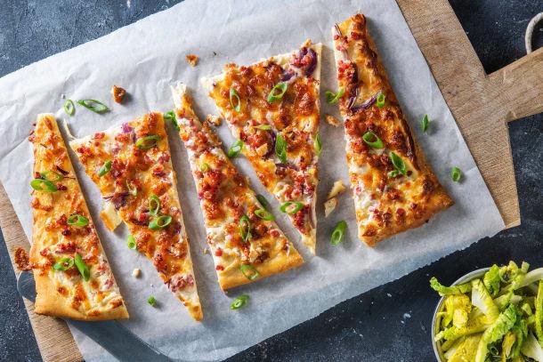 Flammkuchen mit Bacon und Honig,