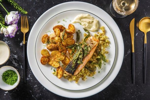 Filet de saumon et fenouil, garni d'épinards de mer