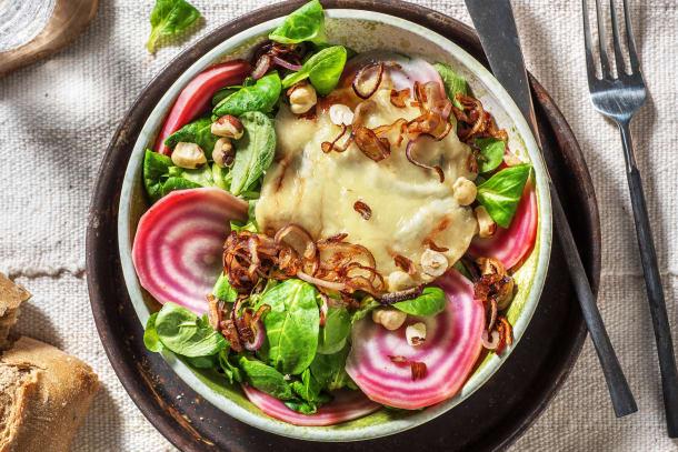 Salade de betteraves au chèvre chaud et aux noisettes