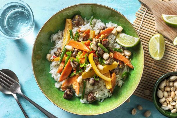 Gebratenes Gemüse mit Erdnusssauce