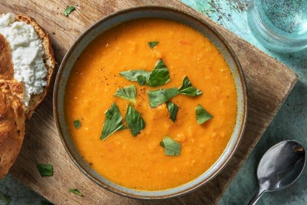 Soupe de carotte et de tomate et mozzarella de bufflonne fondante