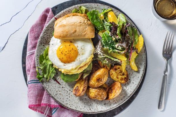 Burger végétarien, œuf au plat et sauce miel et moutarde