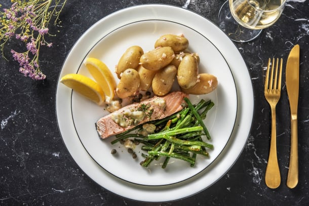 Filet de saumon poché et haricots verts rôtis