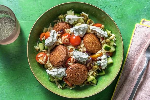 Salade d'orzo aux falafels et sauce à la feta