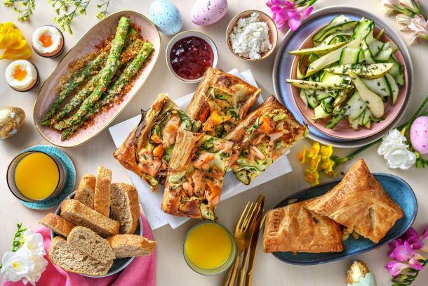 Brunch de Pâques: tarte saumon-courgettes, œufs à la coque, asperges et jus d'orange