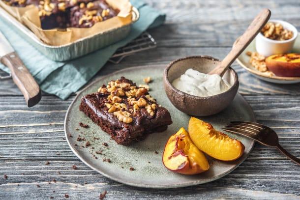 BBQ Rezepte - Schoko-Bohnen-Brownie mit gegrillter Nektarine und Vanillecrème