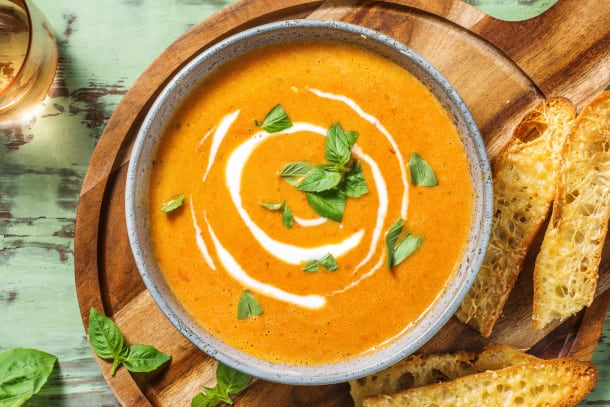 Soupe de tomate et de poivrons grillés