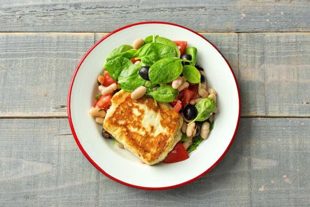 Grillierter Halloumi mit griechischem Cannellini-Bohnen-Salat