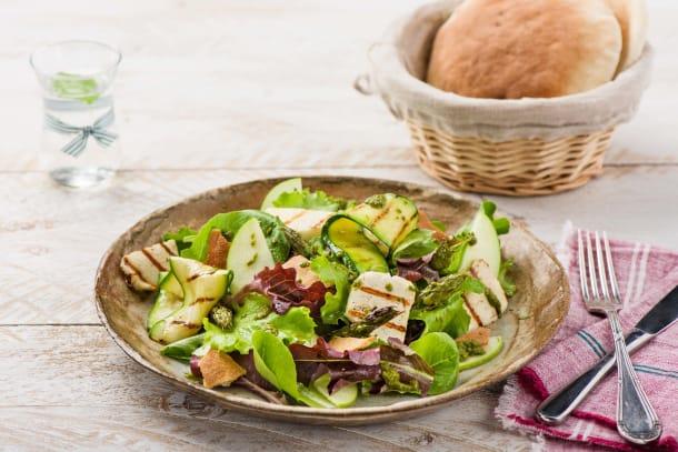 Halloumi-Salat mit Chimichurri Dressing