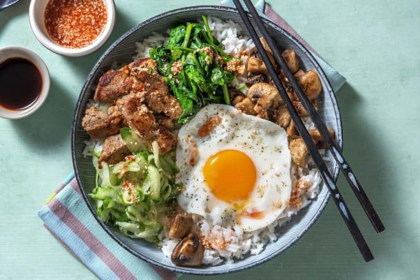 Snelle gerechten - Koreaanse bibimbap met varkenshaasreepjes