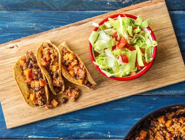 Mexicaanse taco's met tonijn met friszoete ijsbergsalade