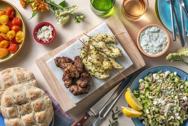 Mixed-grillschotel: souvlaki en kofta