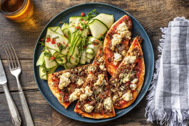 Snelle gerechten - Naanpizza met rundermerquez, ricotta en salie