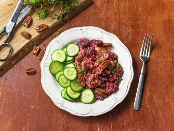 Quinoa met rode biet, komkommer en pecannoten