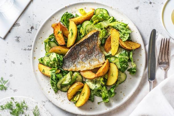 Scandinavische salade met doradefilet