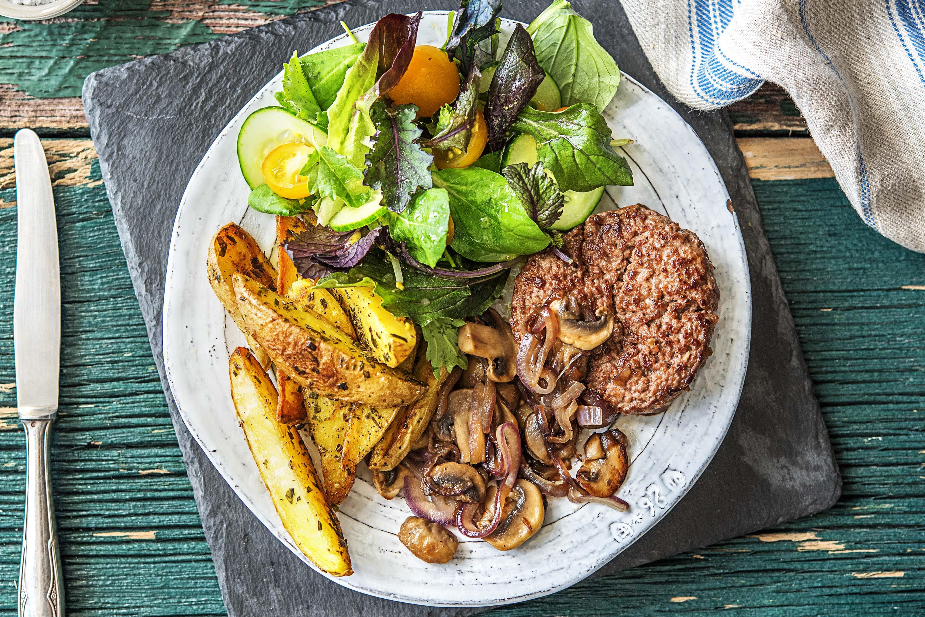 Steak Hache Pommes De Terre Au Four Et Champignons Recette Hellofresh