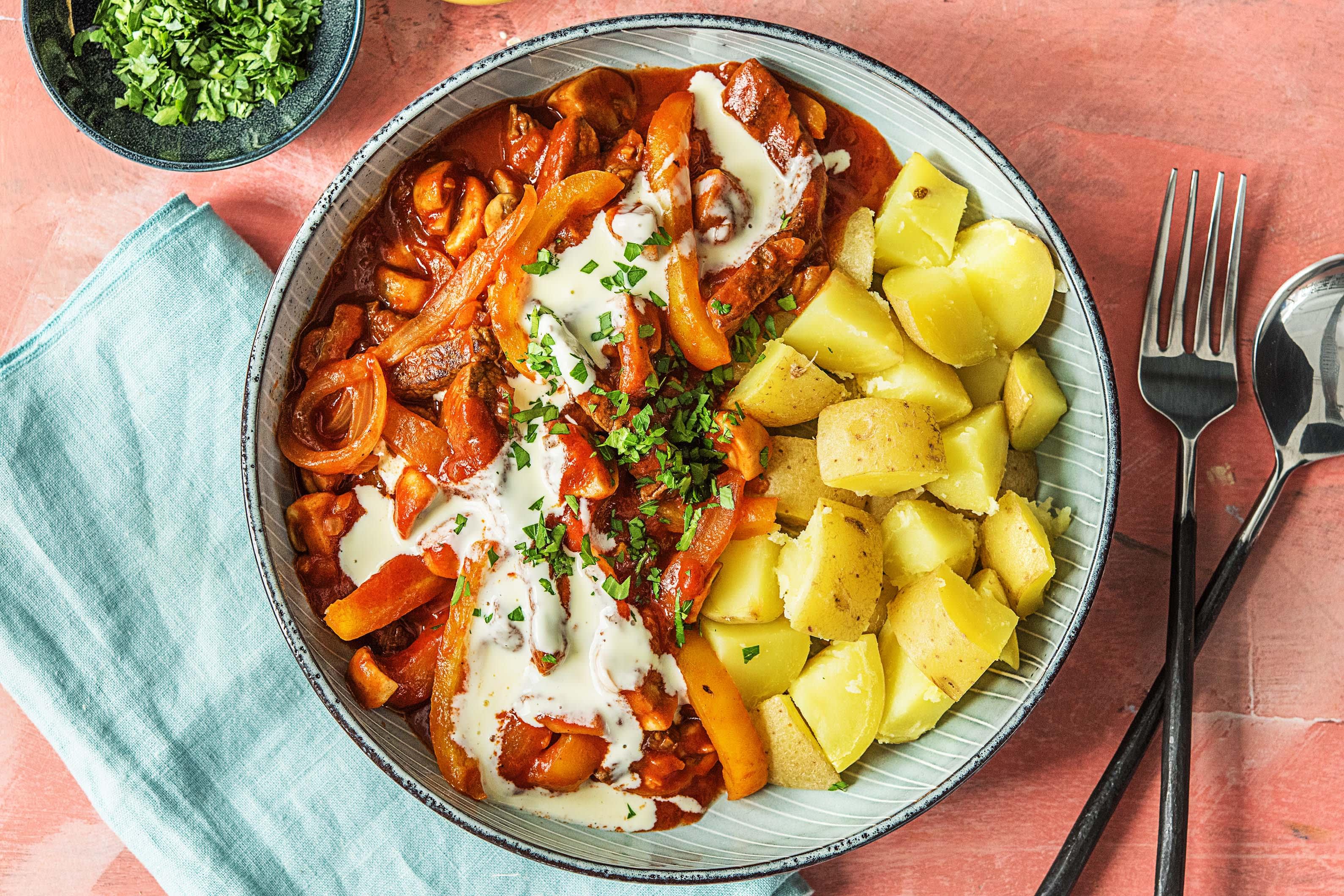 Hongaarse Goulash Met Biefstukreepjes Recept Hellofresh