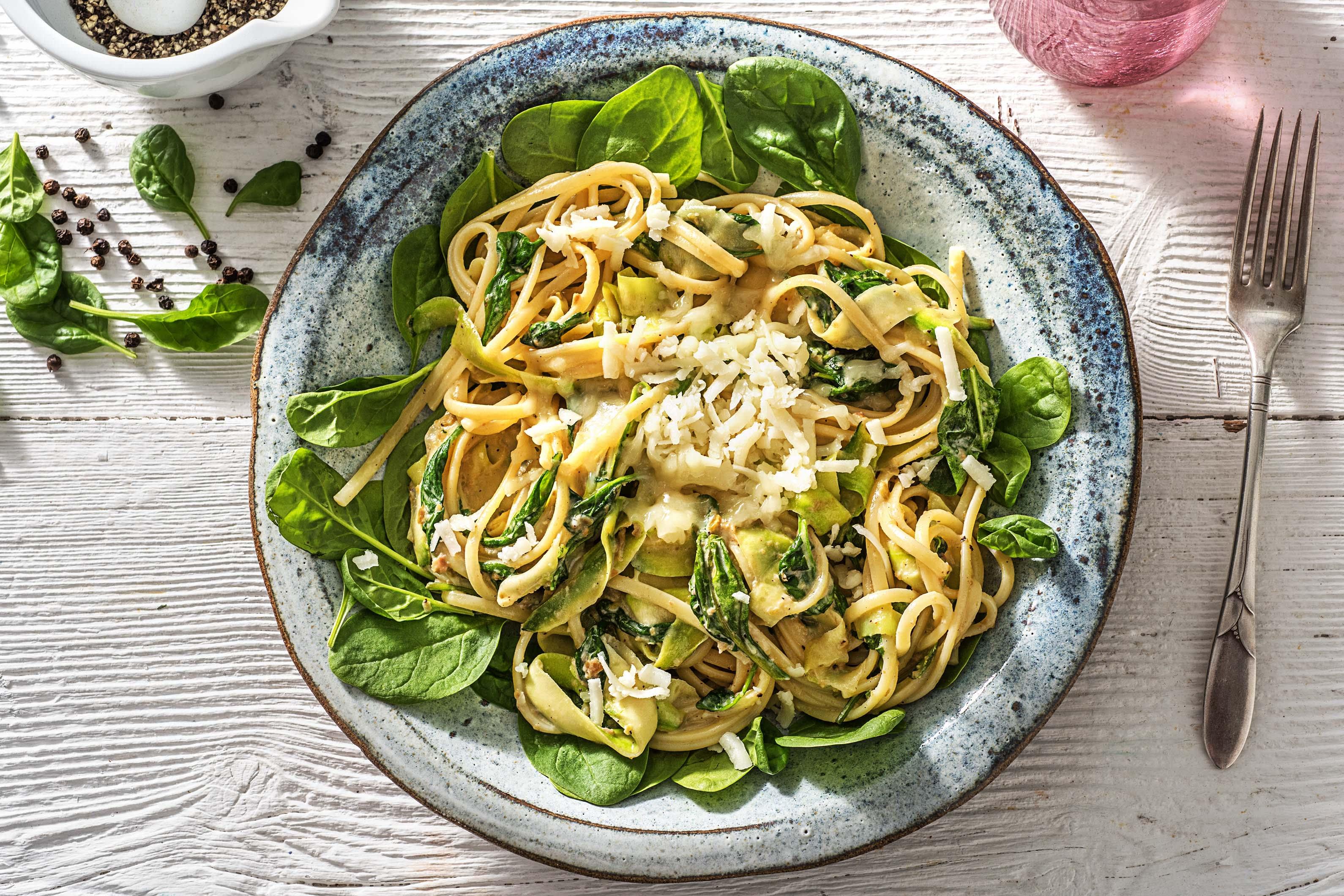 Linguine aux spaghetti de courgette et à la crème d'olives