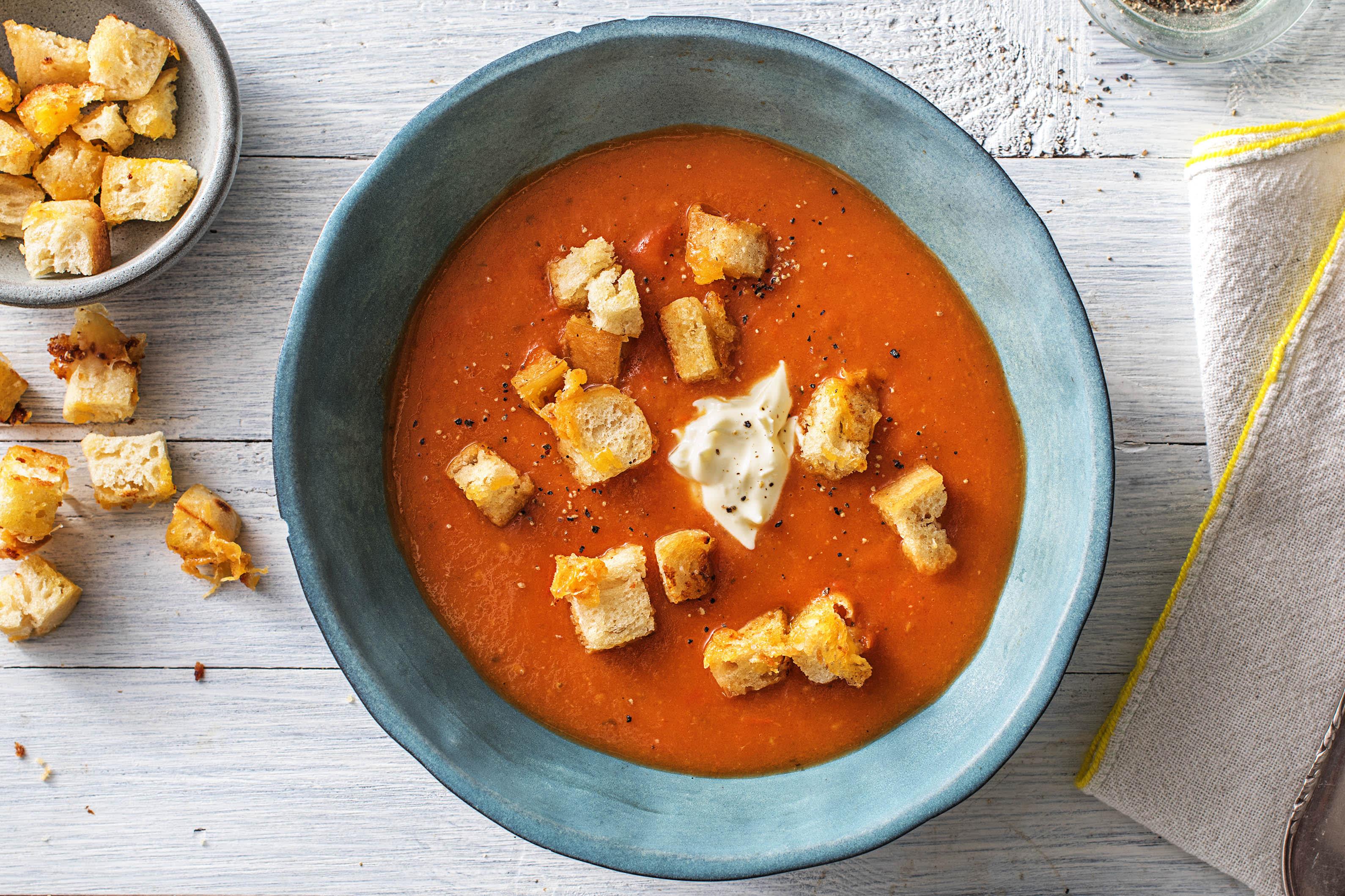 Soupe aux trois tomates et croûtons au fromage