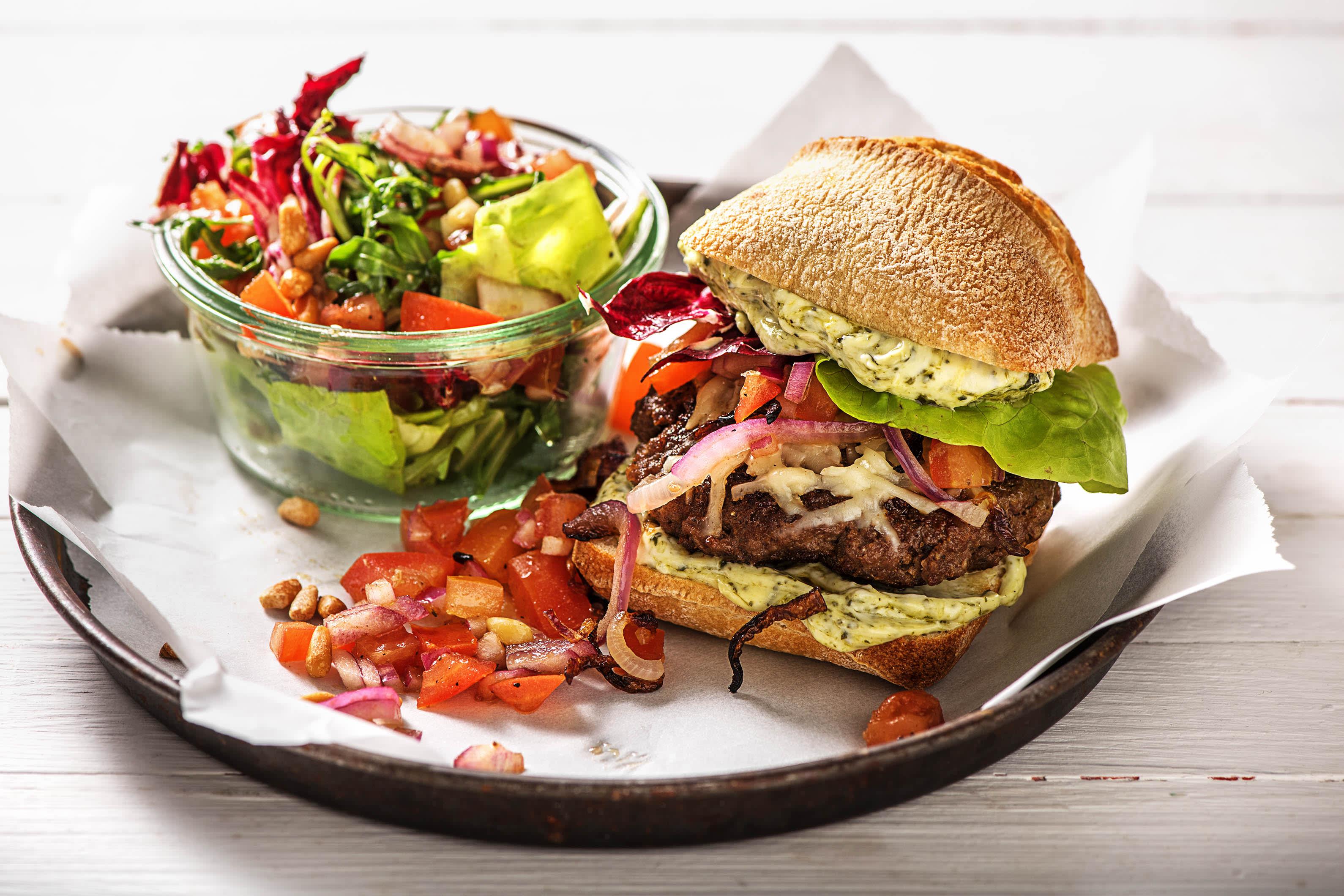 Rijkbelegde Italiaanse hamburger