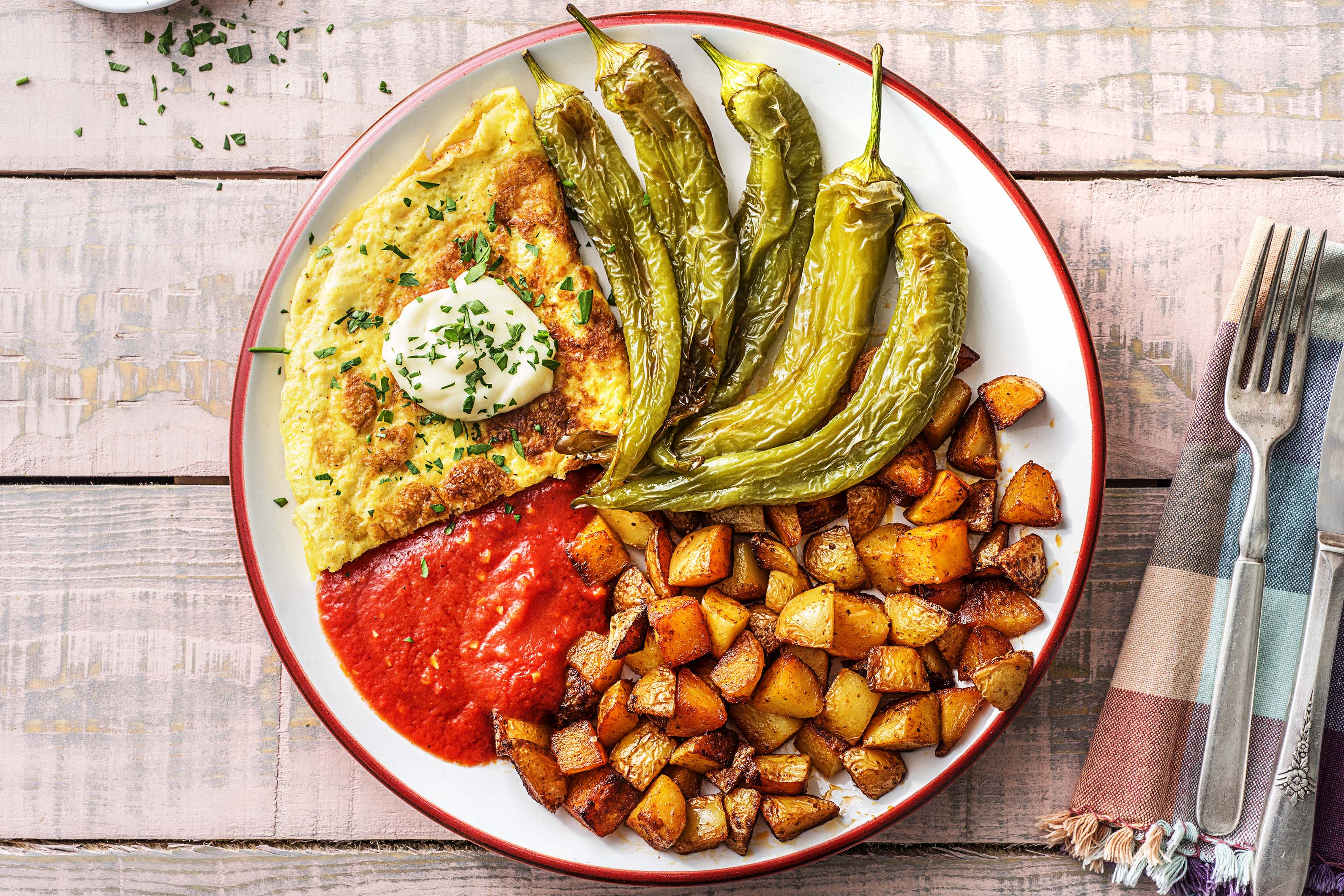 Patatas bravas et omelette au fromage de chèvre