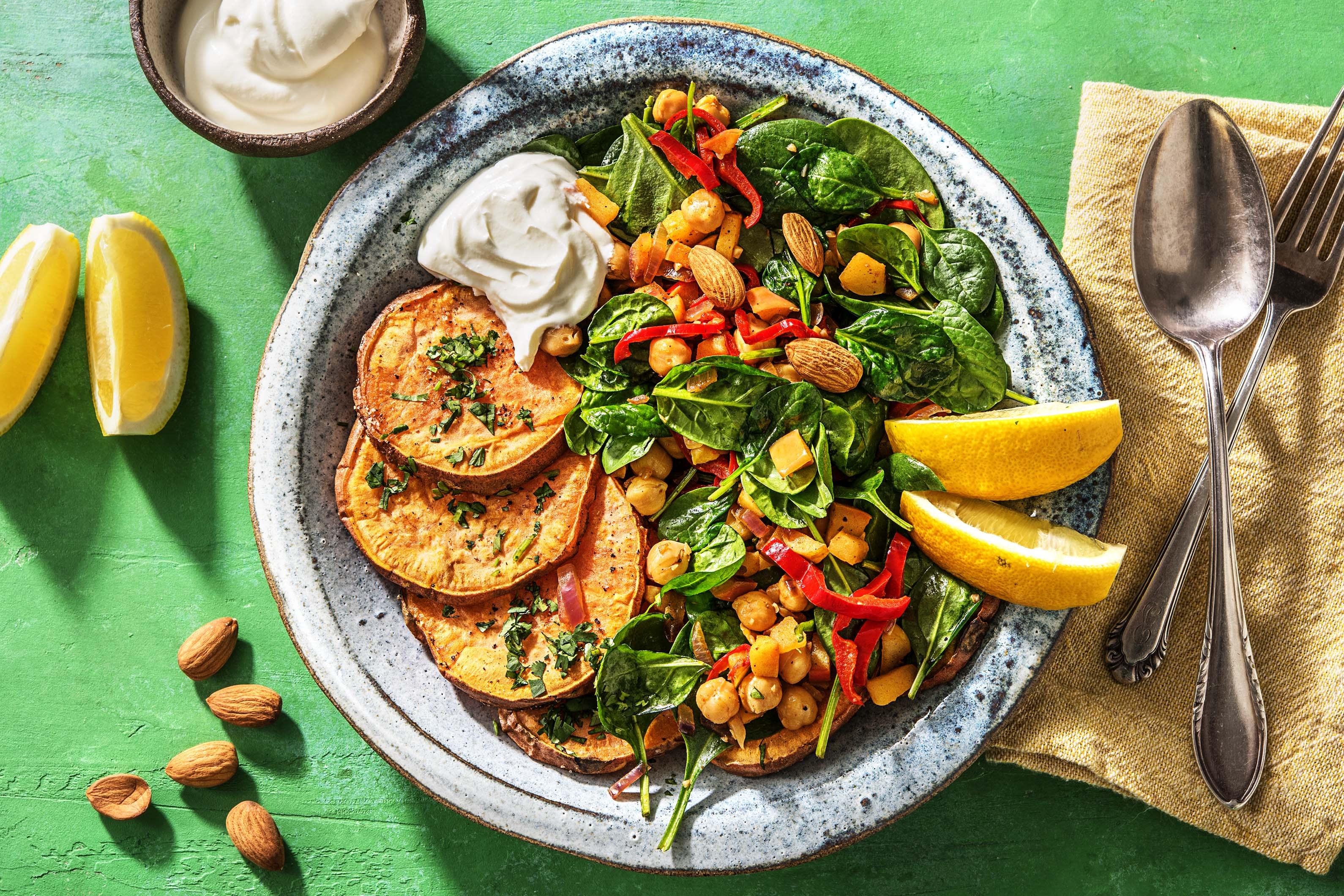 Warme salade met bataat en kikkererwten