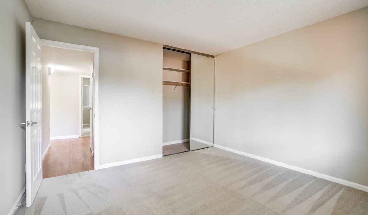 Parker Palo Alto Apartment Bedroom