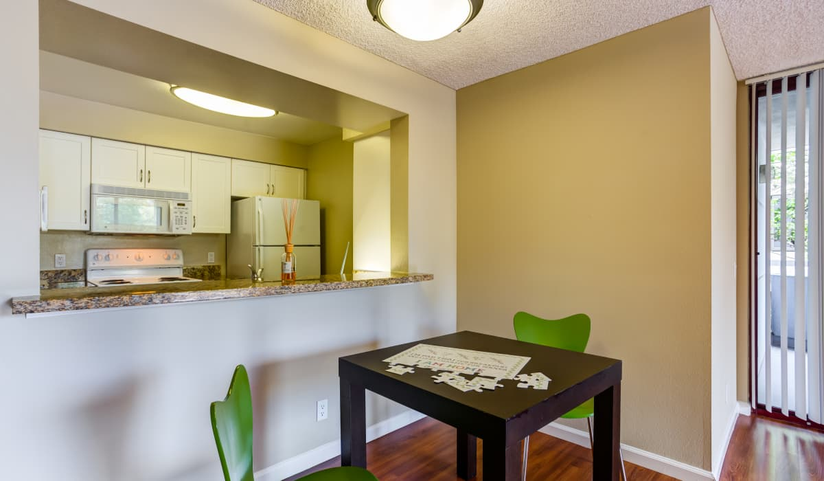 Cupertino City Center Apartment Kitchen and Dining Room