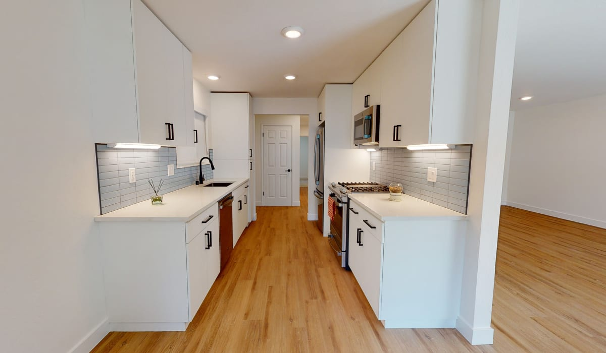 Verandas at Cupertino Apartment Kitchen