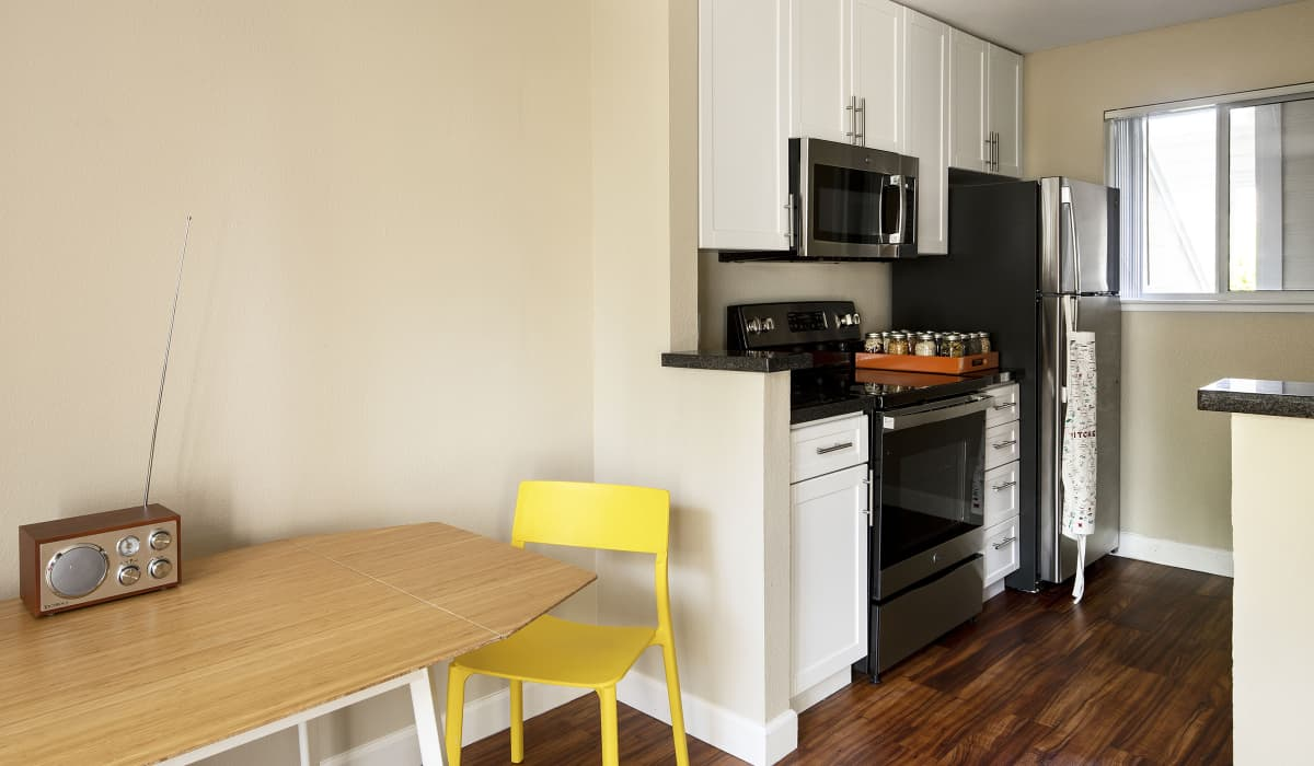 Timberleaf Apartment Kitchen & Dining Room