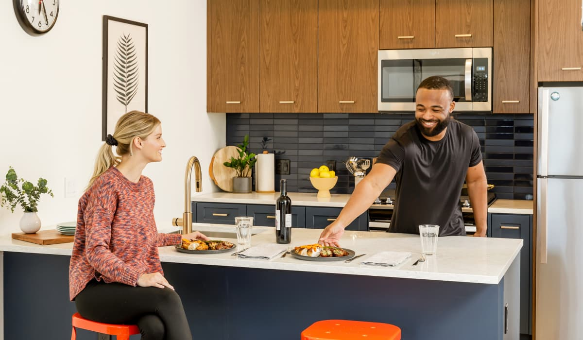 Raleigh Slabtown Apartment Home Kitchen Bar