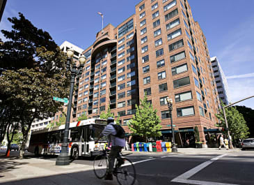 Essex House Apartments apartments in Portland OR to rent photo 1