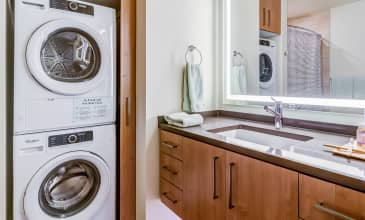 The Carson Apartment Bathroom