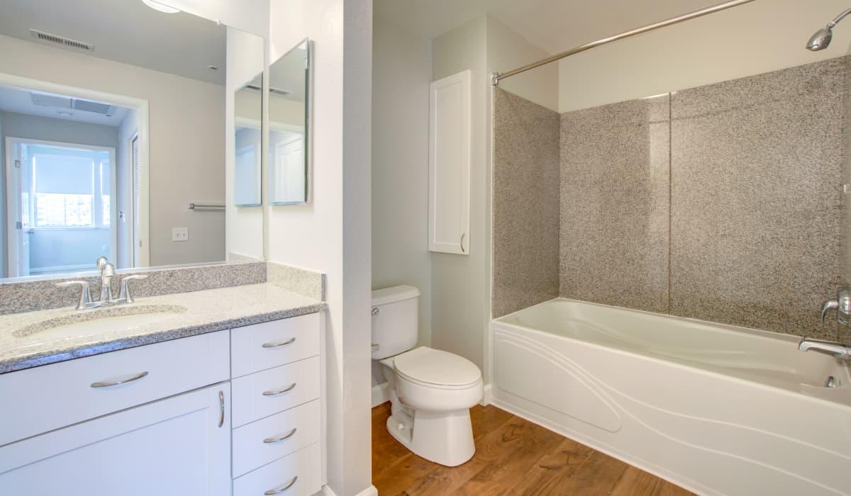 Metropolitan Apartment Bathroom