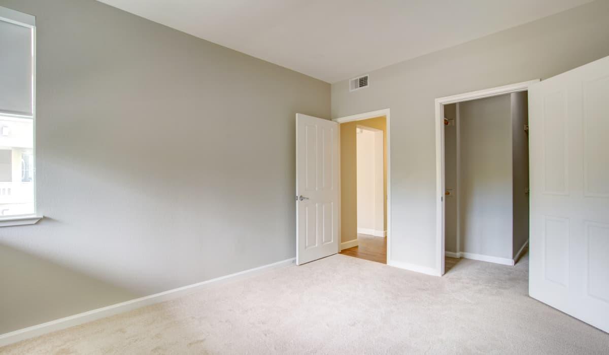 Metropolitan Apartment Bedroom & Closet