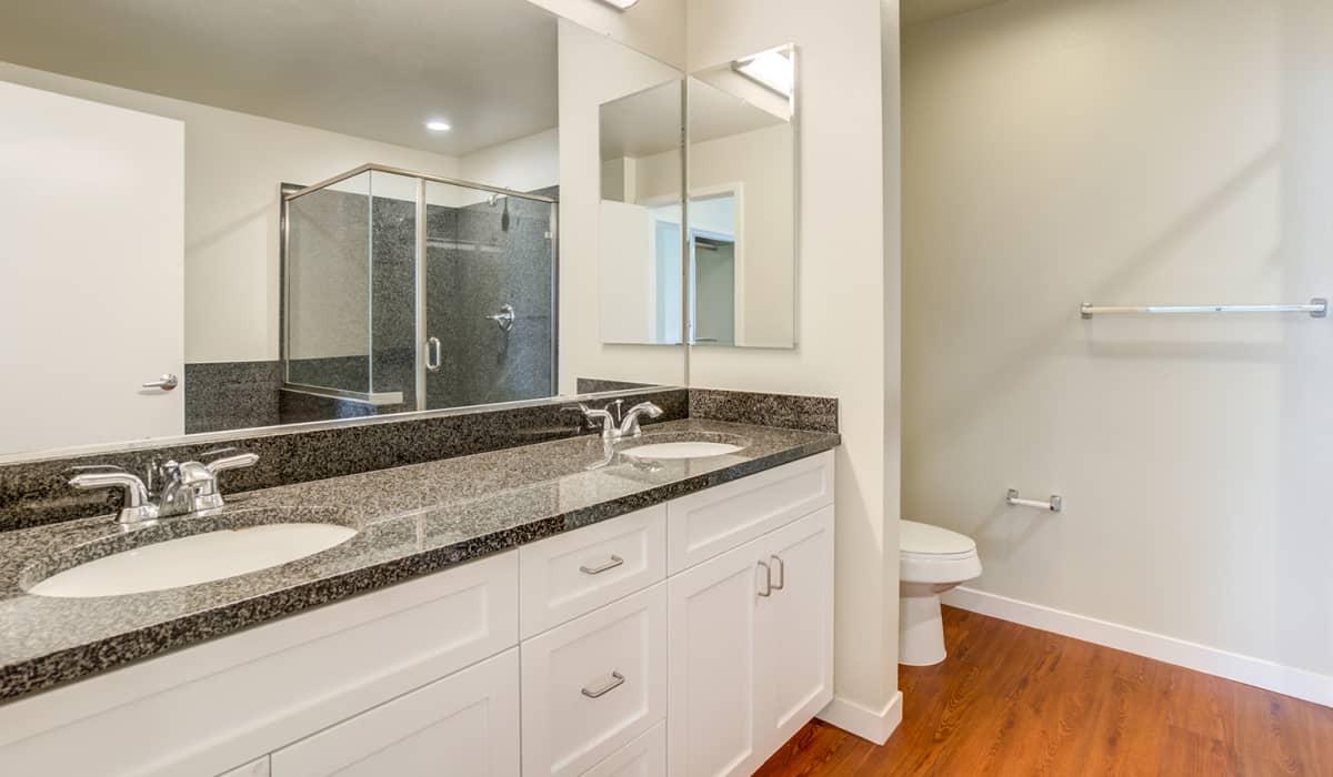550 Moreland Apartment Bathroom