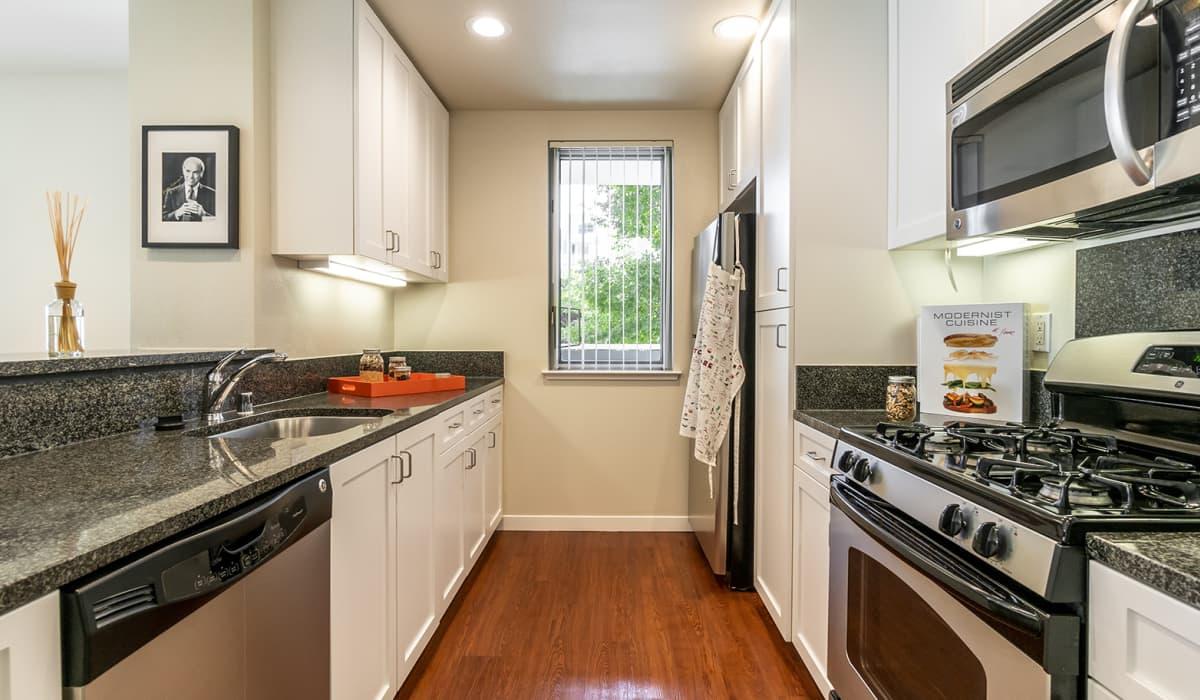 550 Moreland Apartment Kitchen