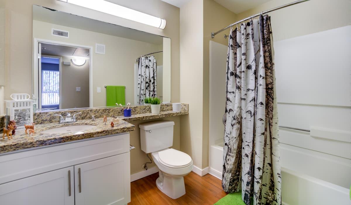 Kensington Place Apartment Bathroom