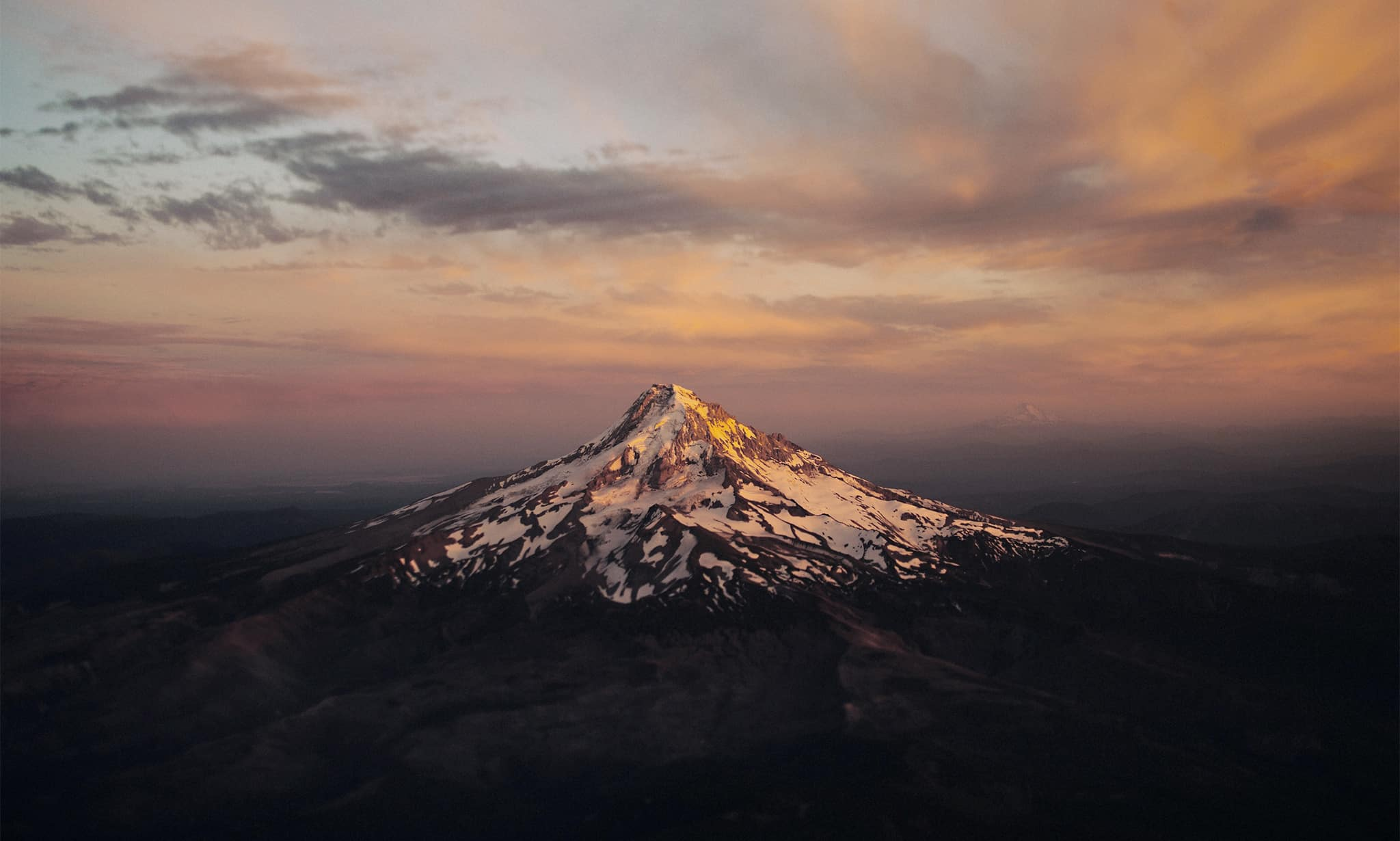 View of the iconic Mt Hood near portland oregon