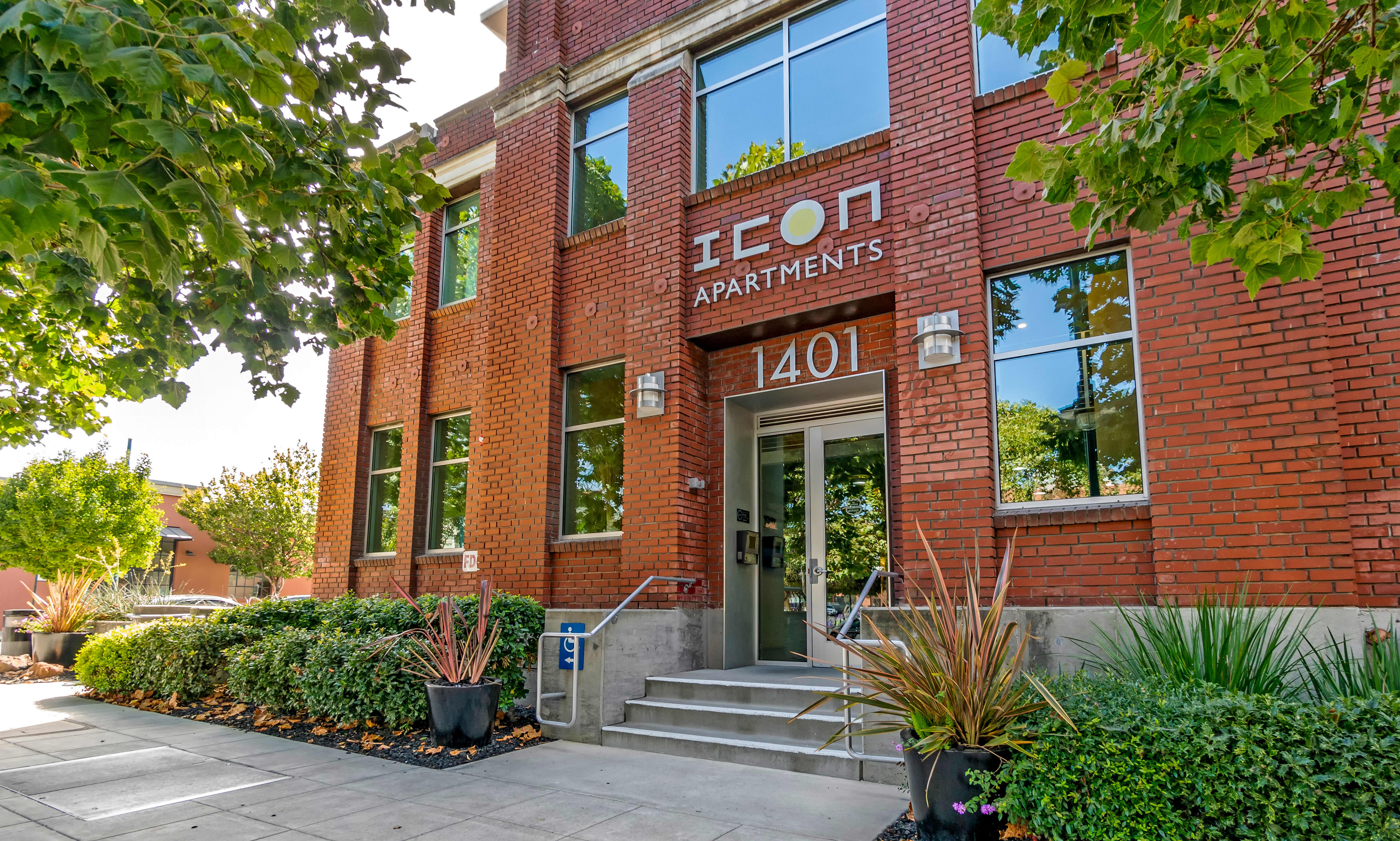 Icon at Park Apartments apartments in Emeryville CA to rent photo 2