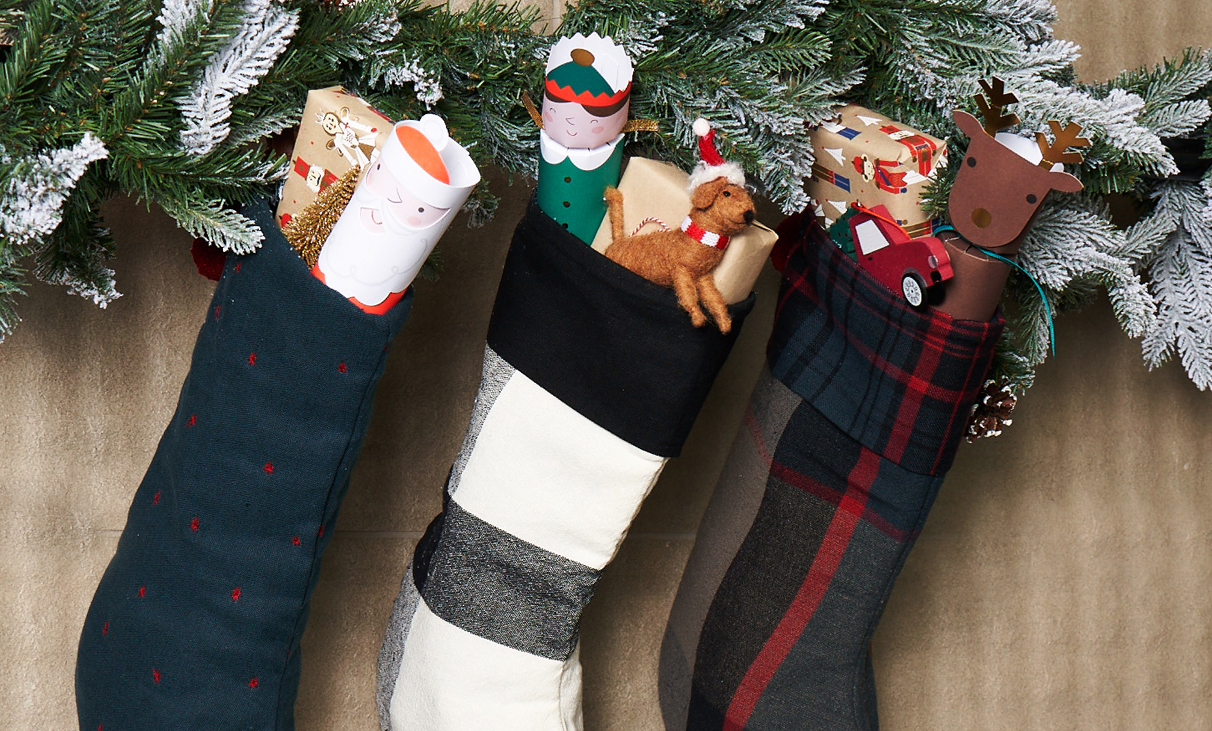 Deck the Halls: Apartment Friendly Holiday Decorations