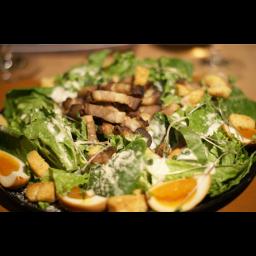 【ディナー限定】自家製ベーコン&燻製半熟タマゴのシーザーサラダ