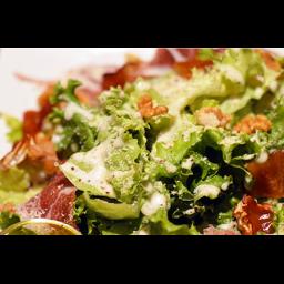 【ディナー限定】生ハム&燻製ブリーチーズ&燻製クルミのサラダ