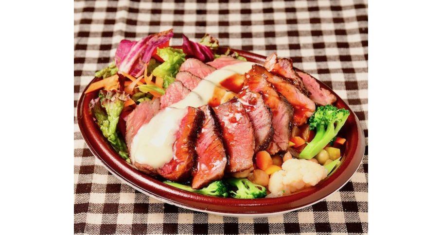 名物ステーキライス(60%が野菜のサラダライス)