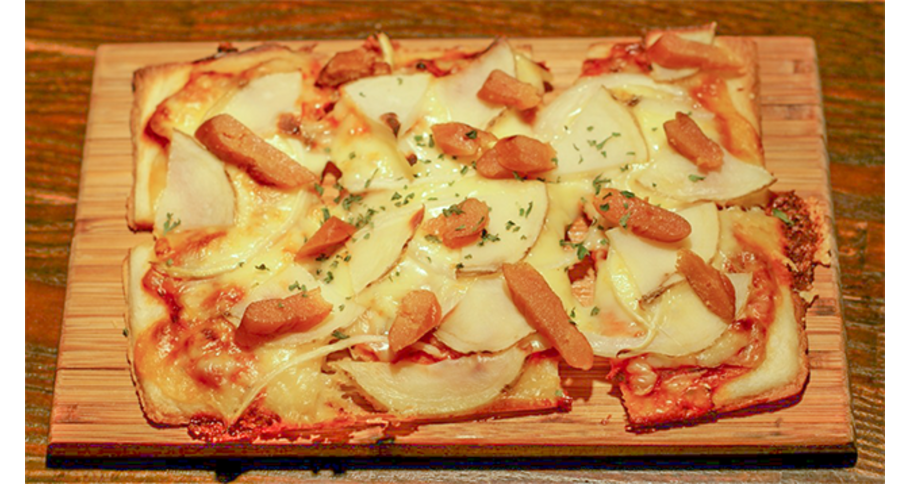 燻製明太子とジャガイモの四角いピザ