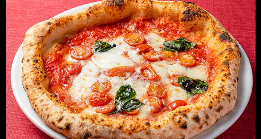トマトとバジリコとモッツァレッラチーズのピッツァ